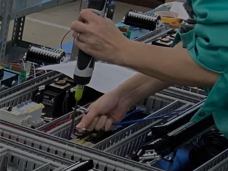 各種電子部品の組立